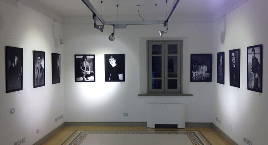 Mostra fotografica  Adolfo Franzò con pannelli in alluminio